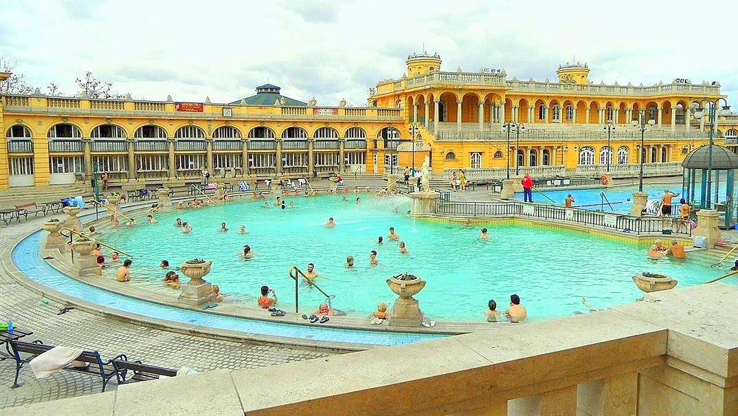thermalbad széchenyi fürdö in bedapest 02